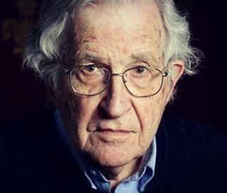 """Nuriye Gülmen ile Semih Özakça'nın tutuklanmasına Prof. Noam Chomsky'den tepki geldi. Prof.Chomsky, """"Cesur ve şerefli açlık grevcileri Nuriye Gülmen ve Semih Özakça'nın tutuklanması çok üzücü. Protestocular, adalet ve özgürlüğe kendini adamış herkesin güçlü desteğini hak ediyor"""" dedi. Prof. Chomsky, bu tutuklama kararını, """"Erdoğan hükümetinin hükümdarlığı sırasında gösterdiği sert ve baskıcı otoriter rejimde bir diğer acınası hamle, Türkiye'nin düşüşünün bir diğer işareti olarak""""…"""