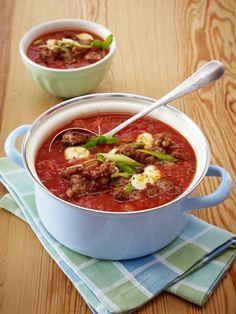 Warum wir Suppen so sehr lieben? Weil sie einfach jedem gelingen. Und das in weniger als 30 Minuten. Glauben Sie nicht? Hier kommt der Beweis: 16 schnelle Suppenrezepte.