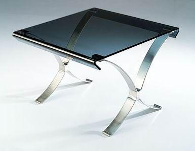 Verona - Soffbord med skiva i rökfärgat glas och underrede i rostfritt stål.