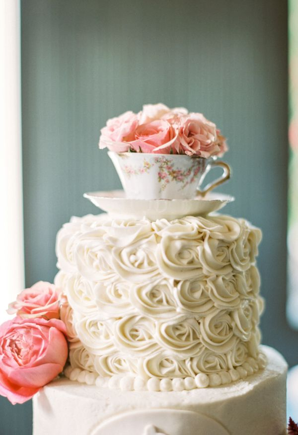 Pink roses, teacup cake topper, cream icing // JoPhoto