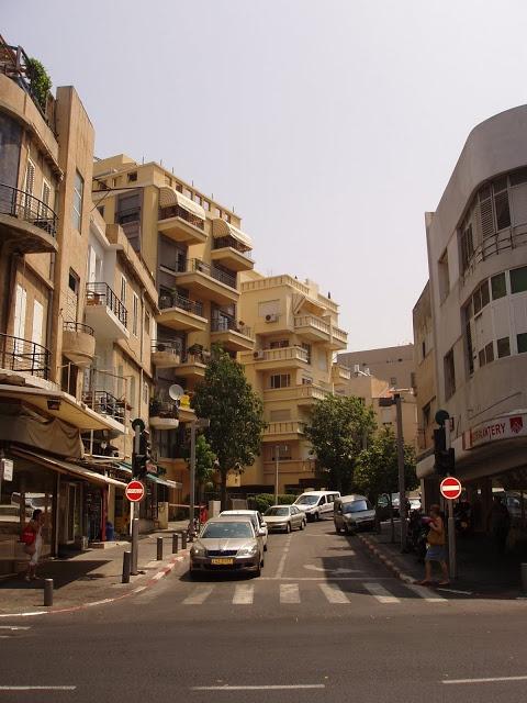 The Well-Appointed Catwalk: Israeli Design Part 3: Architecture.  Bauhaus balconies