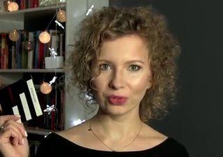 Stwórz makijaż dzienny i wygraj kartę podarunkową do Sephora. Pokaż swój dzienny makijaż i zgarnij zestaw gadżetów przydatny każdej kobiecie! <br />Wystarczy, że zrobisz na sobie bądź na modelce dzienny makijaż i wrzucisz jego zdjęcie na portal doitbetter.pl pod tym filmikiem.  <br />Pokaż, że kochasz bawić się makijażem, również tym dziennym! <br />Fotka z makijażem, która uzyska najwięcej głosów, dostanie zestaw: <br />- kartę podarunkową do Sephora o wartości 50 zł <br />- kalendarz na…