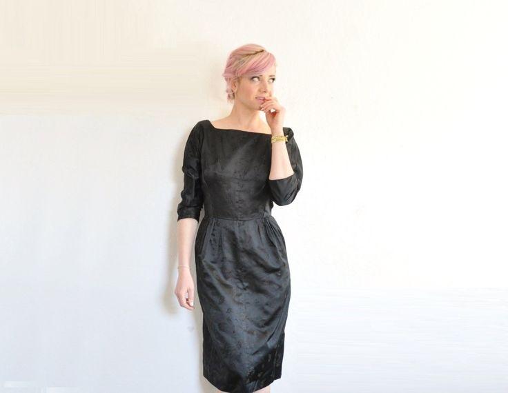 schwarze Satin Mitte des Jahrhunderts modernen Kleid. von DOTTO