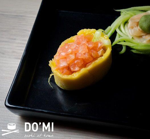 Gunkan sushi z mango