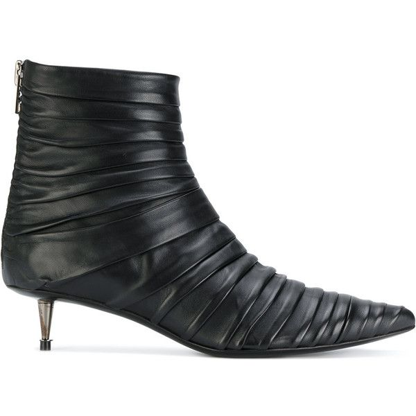 Tom Ford kitten heel ankle boots (€1.310) ❤ liked on Polyvore featuring shoes, boots, ankle booties, black, short black boots, black bootie boots, ankle boots, short leather boots and black booties