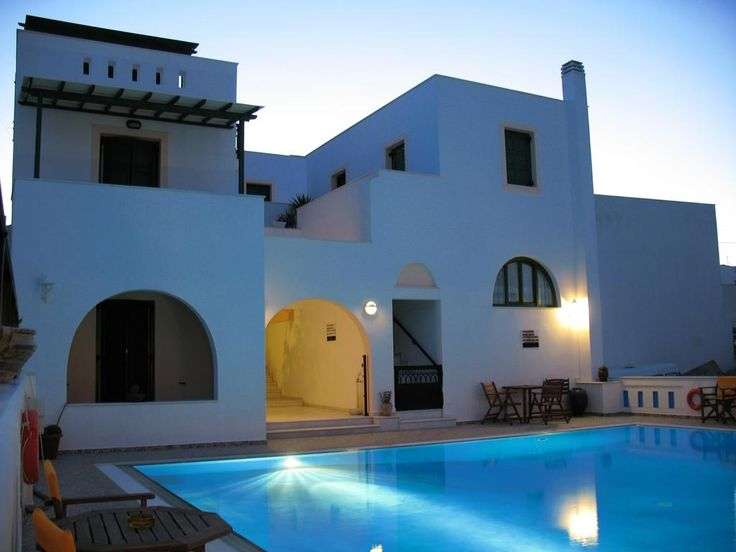 Aegeon Hotel || Just 100 metres from the sandy Agios Georgios Beach in Naxos Town, the Cycladic-style Aegeon Hotel offers a swimming pool, a bar and a hot tub.