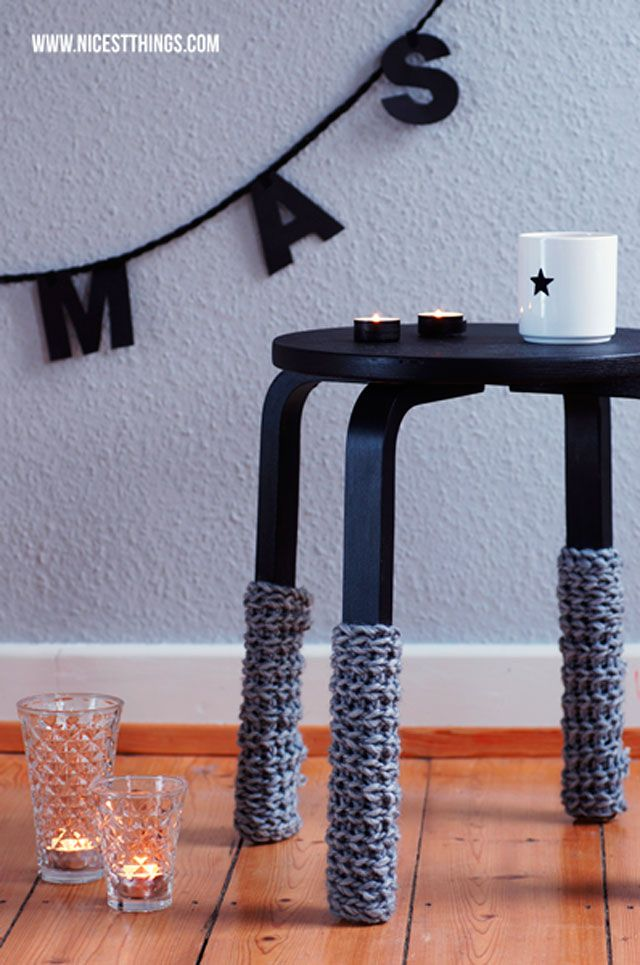 Hello ! Avec un nom pareil, tu te doute bien que je vais te parler d'Ikea ! Avec l'arrivée de la collection capsule Bråkig, le tabouret Frosta se paye un ravalement de façade et arbore de nouvelles couleurs pastels. Pour la petite histoire, ce tabouret est inspiré par le modèle 60 signé par Alvar Aalto en 1933. La différence entre les deux ? Le nombre de pieds : celui d'Ikea en possède 4 alors que le design d'Aalto en possède 3. Bon ce n'est pas la seule, mais c'est celle qu'on remarque en…