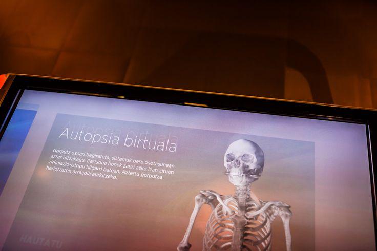 Autopsia virtual. Realización de fotografías publicitarias de Imago Comunicación e Imagen, para el diseño de folletos corporativos de Eureka! Zientzia Museoa.