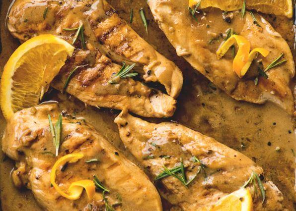 Στήθος+κοτόπουλου+σε+κρεμώδη+σάλτσα+δεντρολίβανου