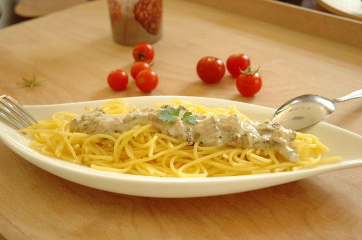 Mein Mann lies sich im Italienurlaub dazu verleiten Spaghetti Carbonara zu essen. Nun, es war klar, das die originale Fassung von Carbonara nicht mit der deutschen Übersetzung zu tun haben kann. Das hätte ich ihm vielleicht sagen sollen 🙂 Es schmeckte ihm trotzdem, allerdings natürlich nicht wie erwartet in der Kindheit im Stammrestaurant mit seinenRead more