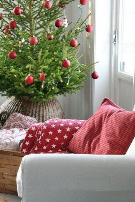 33 Traditional Red And Green Christmas Home Decor Ideas Part 33