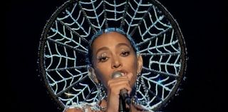 """Solange Can't Sing? On SNL Performance  Solange can't sing according to some critiques who watched her SNL performance. The 30-year-old performed """"Don't Touch My Hair"""" and """"Cranes In The Sky"""" on the Saturday November 5 2016 episode of Saturday Night Live. Scroll down to see Twitter's reaction plus a video of the performance.  The Houston native recently released her first number 1 album A Seat at the Table. Solange's hard work is paying off yet some fans didn't enjoy her SNLperformance. It…"""