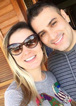 Andressa Urach volta com o ex-marido e marca casamento #AndressaUrach, #Casamento, #Foto, #Hoje, #Instagram, #Tiago http://popzone.tv/2016/10/andressa-urach-volta-com-o-ex-marido-e-marca-casamento.html