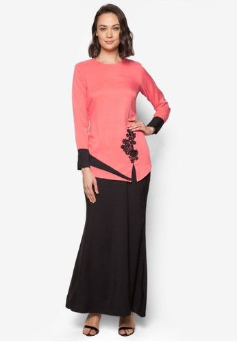 Baju Kurung Modern from Gene Martino in Black and Pink Gene Martino returns with a modernized take on your traditional wear. The Baju Kurung Moden features a colourblock and lace embroidery detail, accompanied by a slender silhouette while keeping it modest and chic.  Top - Polyester - Round neckline... #bajukurung #bajukurungmoden