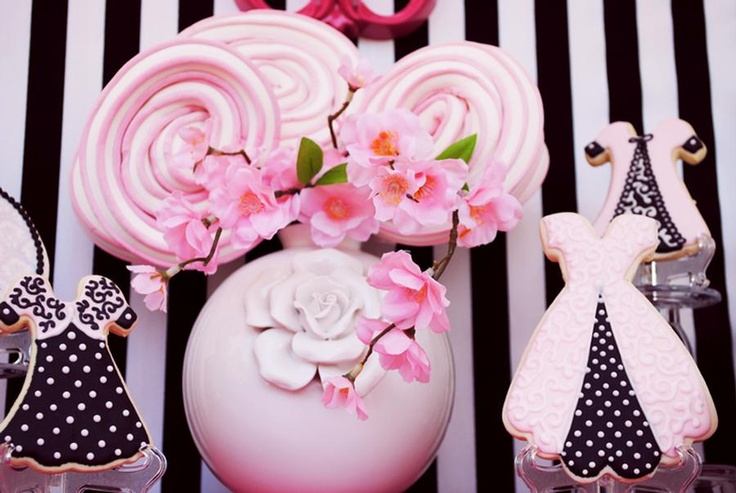 From the Hostess with the Mostess website.  Vintage parties - these cookies are so cute.