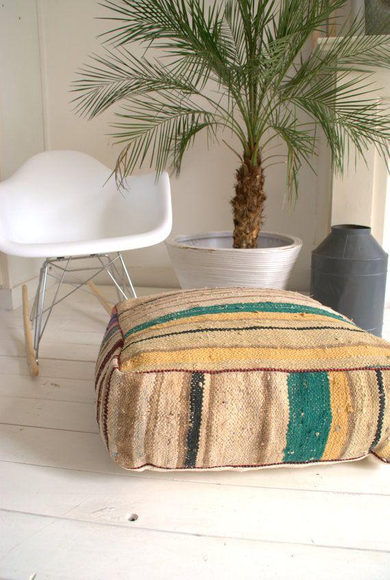 les 25 meilleures id es de la cat gorie pouf marocain sur pinterest congo jardin marocain et. Black Bedroom Furniture Sets. Home Design Ideas