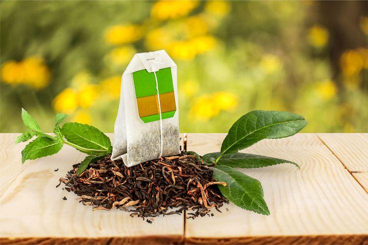 So helfen Teebeutel gegen dunkle Augenringe. Diese Teesorten haben sich bewährt. www.ihr-wellness-magazin.de