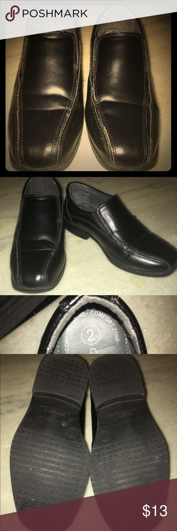Boy's Dress Shoes Boy's size 2 dress shoes by Cherokee. Shoes are in good condition but have creases on the front and some loose stitching. Cherokee Shoes Dress Shoes