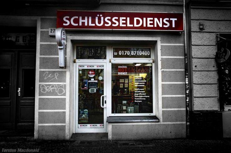 Schloss Dienst Berlin ▷ Warschauer Straße 27, 10243 Berlin, ☎ +49 (030) 667 669 65 ✓ Schlüsseldienst ✓ 24-Stunden-Notdienst ✓ Schloss & Schließanlagen Service ✓ Türöffnung, Tresoröffnung und mehr ✓
