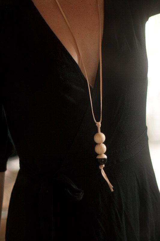 DIY black St Tropez necklace
