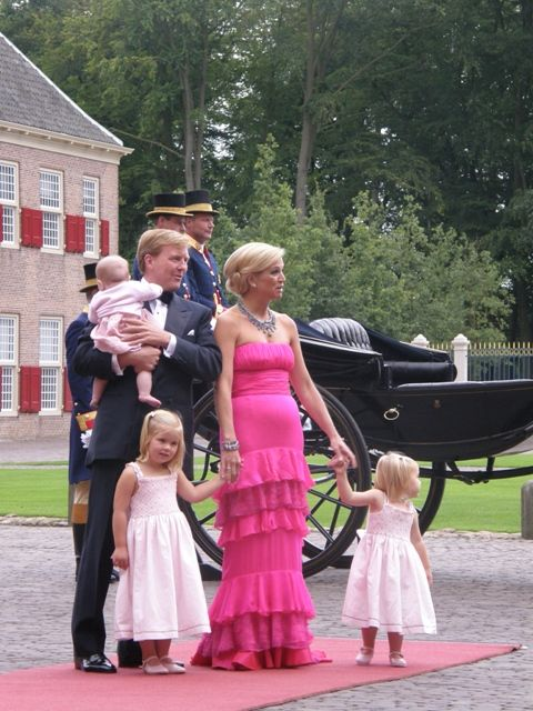 Willem-Alexander holding Ariane and Maxima holding the hand of Amalia & Alexia