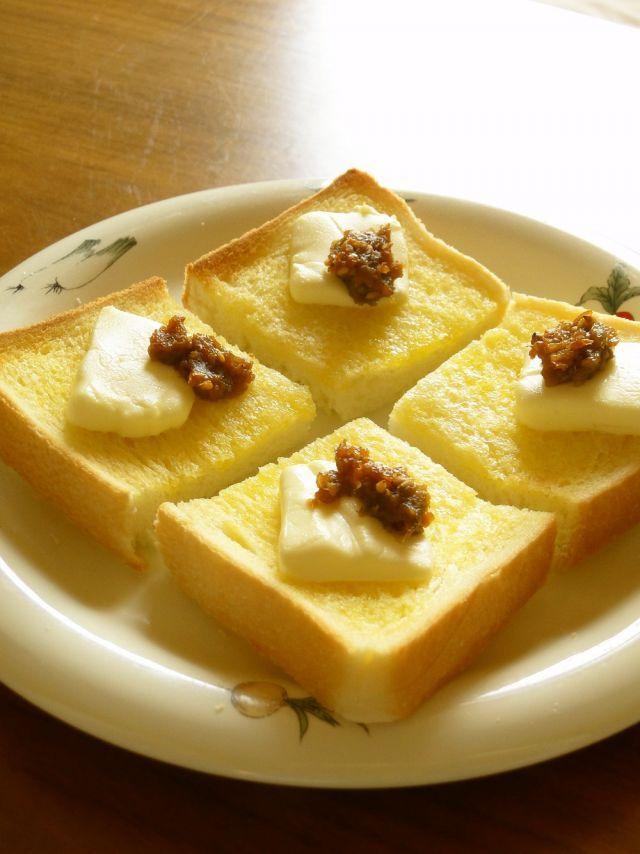 あると便利な『ふき味噌』レシピ6選 - macaroni 6・ふき味噌とクリームチーズのトースト☆