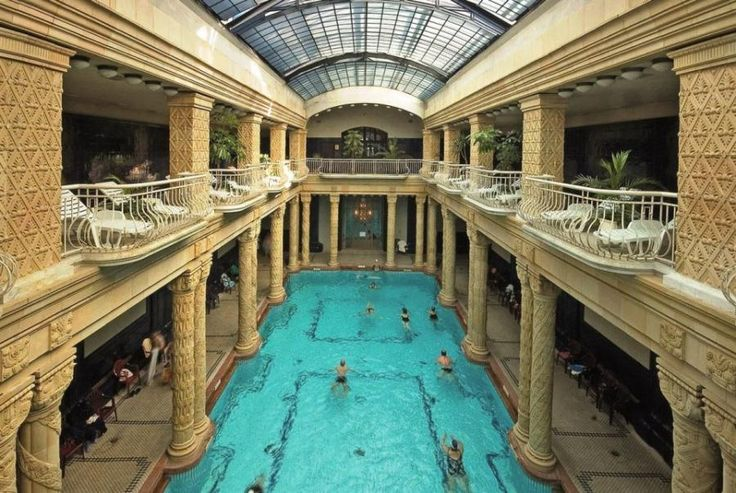 Spend a relaxing day at Gellért Spa, the most prestigious of thermal baths on the Buda side of the city. Then in the evening admire the Budapest panorama from our ship, while enjoying a delicious dinner and listening to the world famous Hungária Orchestra's musicians playing live with Tourboks!