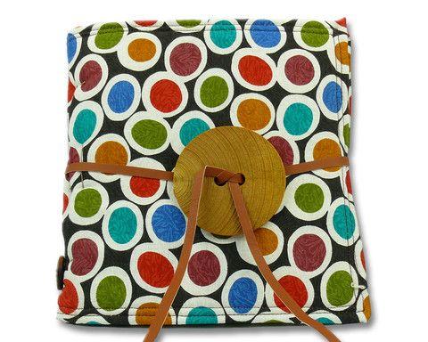 """Quaderno ricettario """"Colorful polka dots"""" di NANì&MATETE. Al suo interno alcune ricette della cucina italiana a misura di bambino in italiano e in inglese... e lacune pagine per aggiungere le vostre ricette preferite. — La Casa di Ninni (esterno)"""