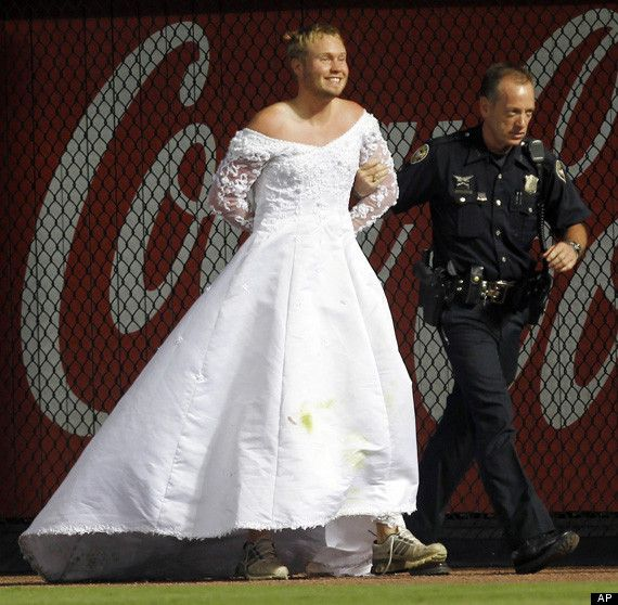 Men In Wedding Gowns: Man In Wedding Dress Interrupts Baseball Game