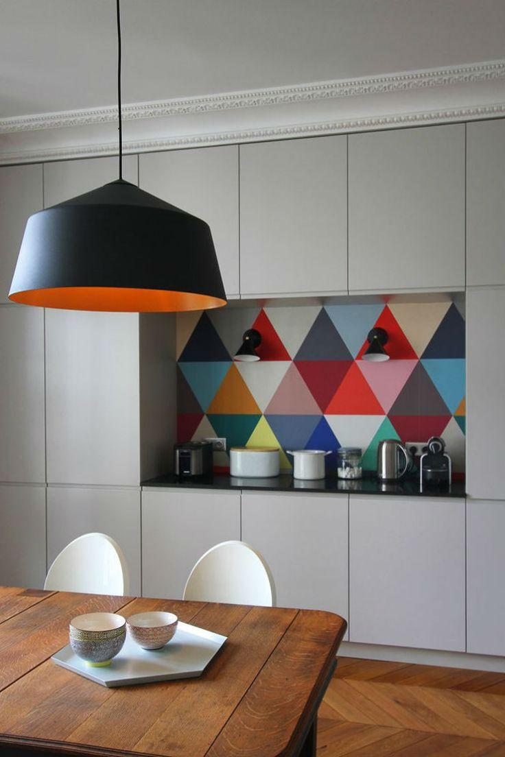 Πάγκος - εσοχή κουζίνας με χρώμα