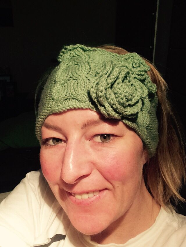 Knitted this headband with 2 crochet flowers to embellish it. I'm teaching myself how to cable knit and using the measurements of the start of a woman's beanie. I'm not happy with the edges as it's wavy. If cabling it's better to stick with 4.00mm needles as the tension tightens throughout the cabling process. Ensure a k2 p2 row before starting might help avoid the rippling.