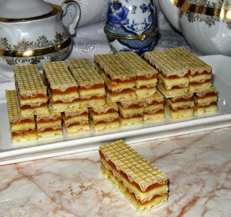 Ingrediente pentru crema de caramel : 350 gr zahăr, 4 gălbenusuri, 200 grunt, 250 gr nucă măcinată, , o fiolă esentă de rom Ingrediente pentru crema de vanilie: 500ml lapte, 3 gălbenusuri,125g zahăr, 50g unt, un varf de sare, coaja rasă de lămaie,esenta de vanilie, un plic budincă de vanilie Alte ingrediente necesare: 3 foi …