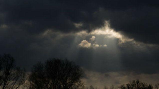 W jednej chwili zrobiło się ciemno. Chmury burzowe nad Warszawą i nie tylko. http://tvnmeteo.tvn24.pl/informacje-pogoda/polska,28/w-jednej-chwili-zrobilo-sie-ciemno-chmury-burzowe-nad-warszawa-i-nie-tylko,154191,1,0.html