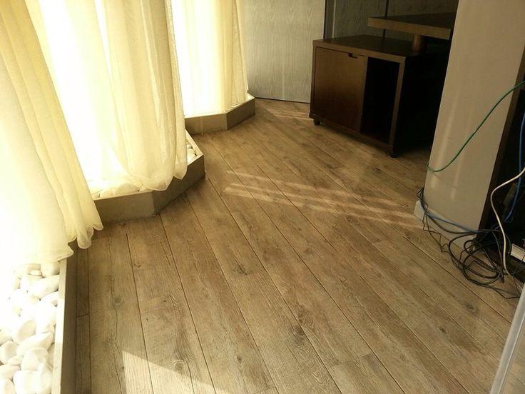 les 18 meilleures images du tableau parquet carrelage type bois sur pinterest carrelage. Black Bedroom Furniture Sets. Home Design Ideas