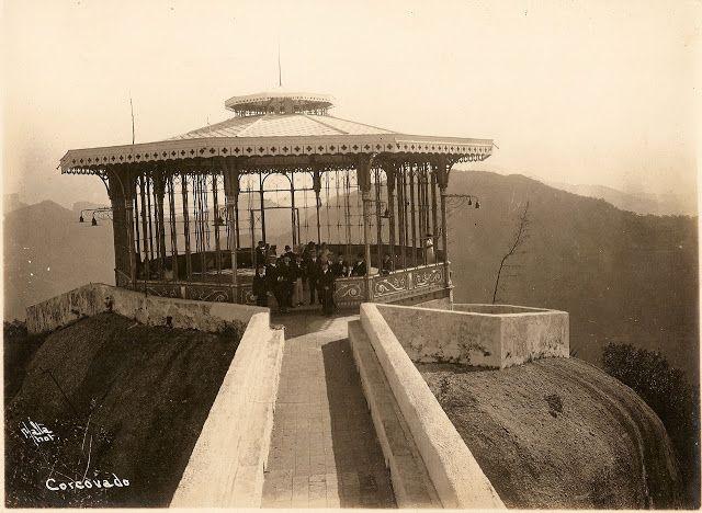 O Rio de Janeiro de Antigamente: CORCOVADO Morro do Corcovado antes da instalação do cristo redentor.