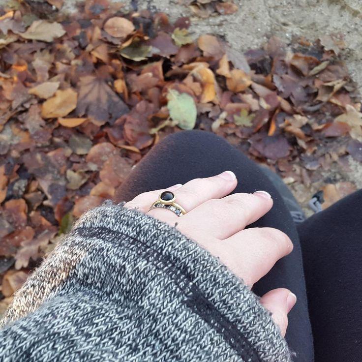A sunny day. #hvisk #hviskstyling #hviskstylist #hviskjewellery #hviskwinter #hviskscandinavian #Smykker #jewellery #ringen #fingerring #fingerringe #ring #ringe #rings #sølvforgyldt #sølvforgyldtring #enkoldvinterdag #vinterudensne #gåtur #natur #naturen #danmark #denmark #dmi #tv2vejret #drvejret #ensmukdag #førstesøndagiadvendt #1søndagiadvent