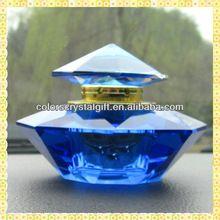 antieke blauwe decoratieve glazen parfumflesjes voor Valentijnsdag