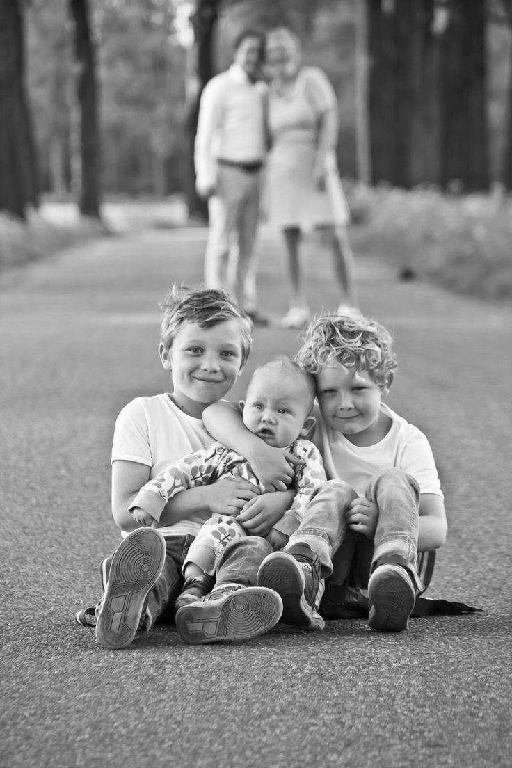 Grappige vintage familyshoot | www.bijdehandontwerp.nl