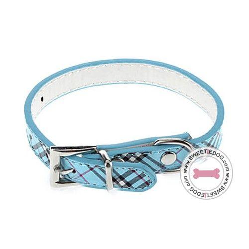 Collier chien Style Burb Bleu Si vous aimez les imprimés Burberry, vous adorerez le collier pour chien style'Burb, avec motif tartan bleu s'inspirant de la célèbre marque, parfait pour les chiens au top de la mode !