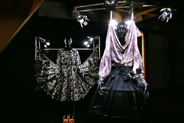 Viktor & Rolf based their '07-'08 collection Fashion Show on Dutch  traditional costume.