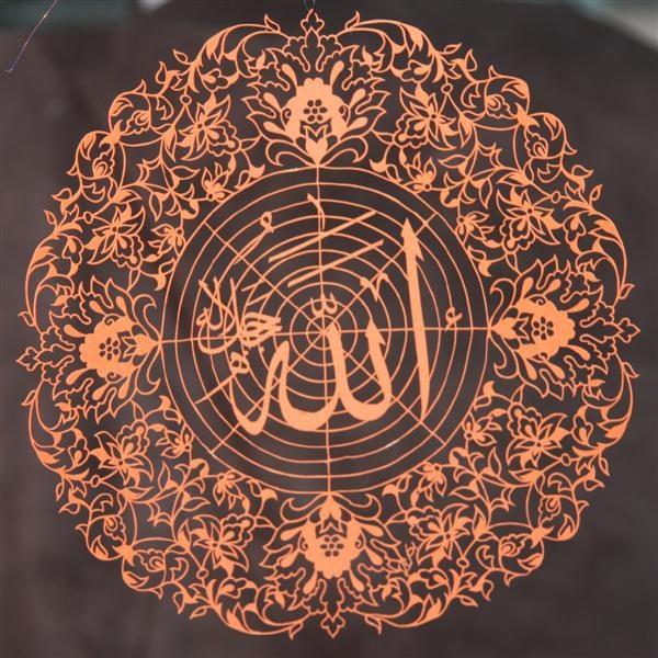 Kaat 'ı ve ebru sanatçısı Haluk Kürkçüoğlu, Songül Doğan'ın tasarladığı motifleri ustalıkla ve sabırla işleyerek harika eserler ortaya çıkarmış.