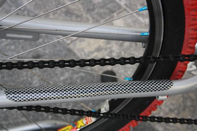 extra-light aluminium cruiser frame wheels 26 Michelin red tires 26x2.15 front and rear V-brakes Lasco crankset Original Single-speed Mavic rims Shimano XTR hubs mountain bike handlebar