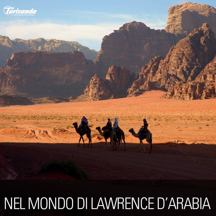 Montagne scolpite dal vento, sabbie come la tavolozza di Rembrand con le tonalità dal rosso al giallo: il deserto del Wadi Rum è una meraviglia per gli occhi e cibo per lo spirito. Questo è il mondo di Lawrence d'Arabia. Qui è passata la storia.