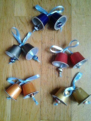 Cloches de noël avec des capsules de café