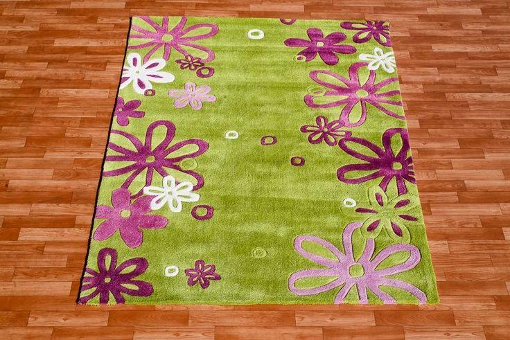 Fioletowe kwiaty dywan do pokoju dziecka w kolorze jasnozielonym