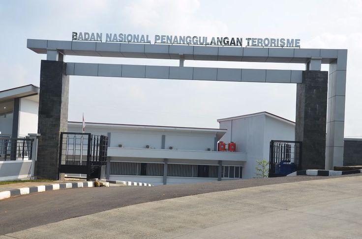 """Habiskan anggaran banyak Komisi III minta BNPT evaluasi program deradikalisasi  JAKARTA (Arrahmah.com) - Komisi III DPR meminta Badan Nasional Penanggulangan Terorisme (BNPT) mengevaluasi program deradikalisasi yang selama ini berjalan dan sudah menghabiskan anggaran negara yang cukup banyak. Hal ini disampaikan nggota Komisi III DPR Herman Hery kepada Kepala BNPT Tito Karnavian.  """"BNPT perlu mengevaluasi kembali sejauh mana deradikalisasi dan penggalangan intelijen efektif dalam…"""