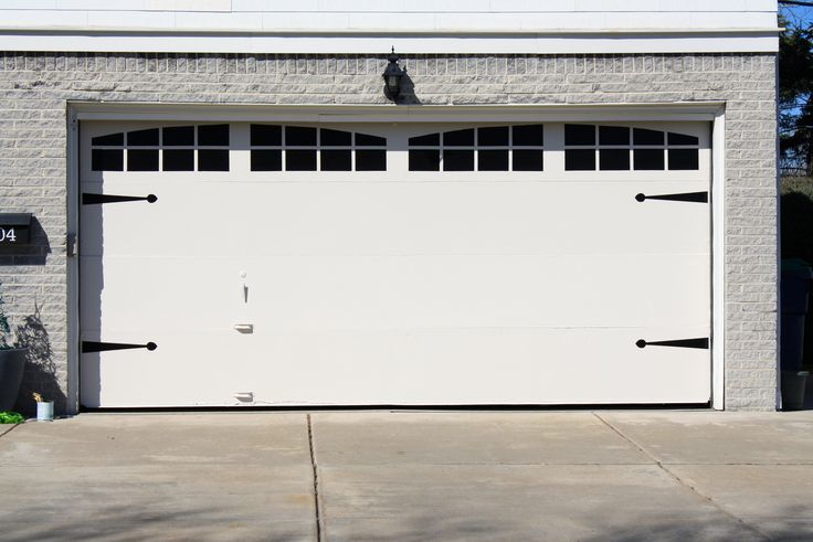 12 best garage doors images on pinterest carriage doors for Best windows for a garage