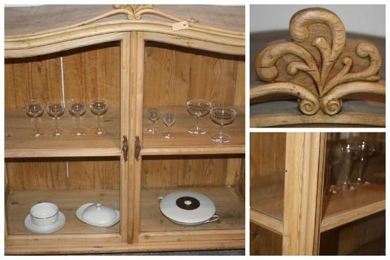 Geweldige oudgrenen vitrinekast. Is voorheen een opzetkast geweest. Ook geweldig als hang- of keukenkast....