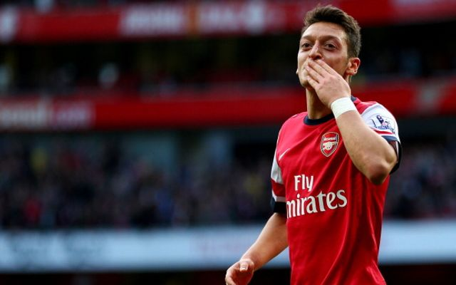 (GIF) Mesut Ozil's Genius: Arsenal Playmaker Tells Giroud How To Score Goal Before Assist