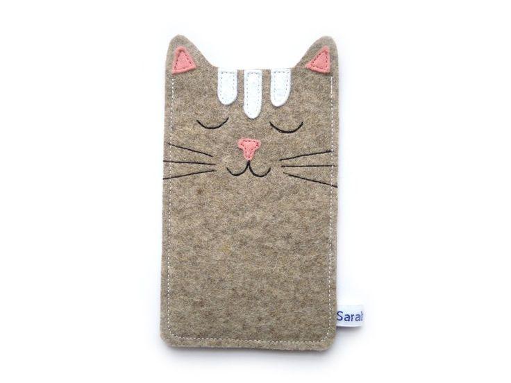 *Schnurr, Schnurr!*  Diese durch und durch *zufriedene Katze* könnte auch dein Handy (Smartphone, mp3-Player oder kleine Digitalkamera) bewachen.    G